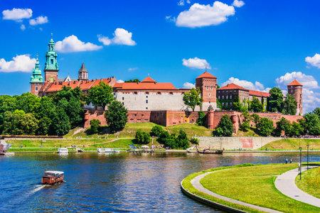KRAKOW, POL - JUL 25, 2019: View of Wawel Castle in Krakow, Poland Éditoriale