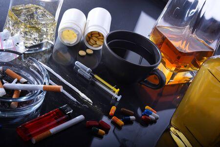 Sustancias adictivas, incluido el alcohol, los cigarrillos y las drogas. Foto de archivo