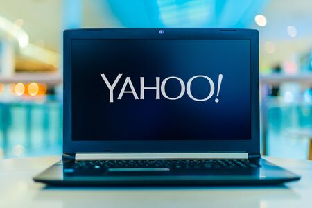 POZNAN, POL - JAN 30, 2020: Laptop computer displaying logo of Yahoo, a web services provider headquartered in Sunnyvale, California and owned by Verizon Media Banque d'images - 140143387