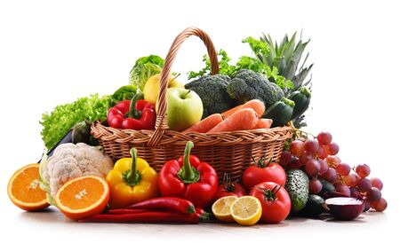 Composition with assorted organic vegetables and fruits. Banque d'images - 144801729