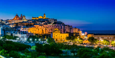 Panoramic night view of Ostuni in the province of Brindisi, Apulia, Italy Stockfoto