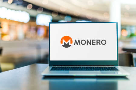 POZNAN, POL - SEP 23, 2020: Laptop computer displaying of Monero, an open-source cryptocurrency created in April 2014 by Nicolas van Saberhagen 版權商用圖片 - 157959398