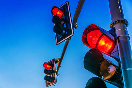 Traffic lights over urban intersection. Standard-Bild