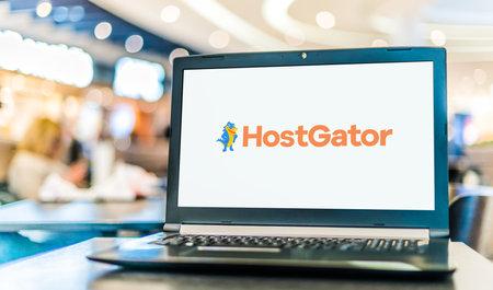 POZNAN, POL - JAN 6, 2021: Laptop computer displaying logo of HostGator, a Houston-based provider of shared, reseller, virtual private server, and dedicated web hosting 新聞圖片