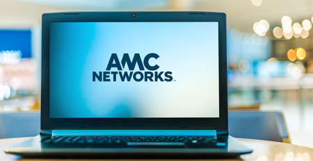 POZNAN, POL - JAN 6, 2021: Laptop computer displaying logo of AMC Networks, an American entertainment company headquartered in New York 新聞圖片