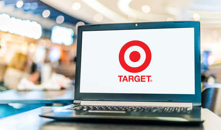 POZNAN, POL - JAN 6, 2021: Laptop computer displaying logo of Target Corporation, an American retail corporation 新聞圖片