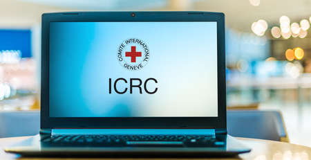 POZNAN, POL - JAN 6, 2021: Laptop computer displaying logo of The International Committee of the Red Cross, a humanitarian organization based in Geneva, Switzerland 新聞圖片