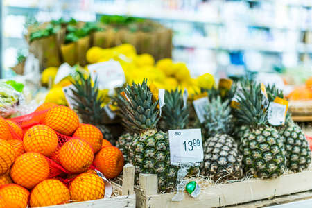 Organic food products in a supermarket 版權商用圖片