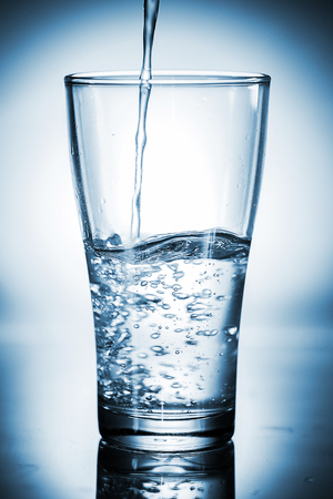 welling: Water pouring in a glass