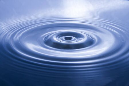 Blurry pictures of water waves created by water droplets and light blue water ripple backgrounds 版權商用圖片