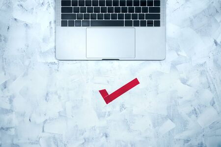 Computer keyboard and check mark on an abstract background Stok Fotoğraf - 131957949