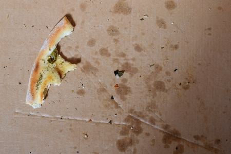 remnants: Remnants of pizza in a box