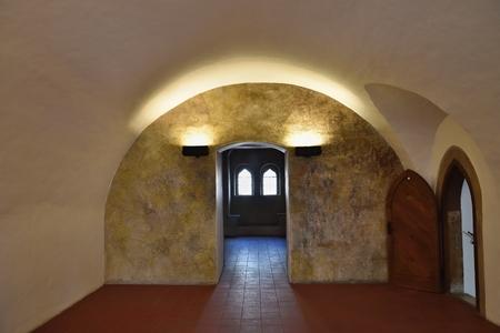 Schöner Innenraum eines alten historischen Gebäudes Standard-Bild - 77900593