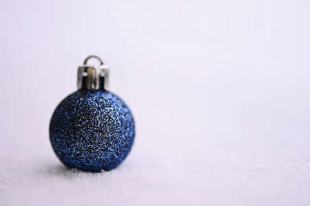 Christmas background. Beautiful decorations for the Christmas tree on real snow. Objects for the holidays and winter time. Standard-Bild