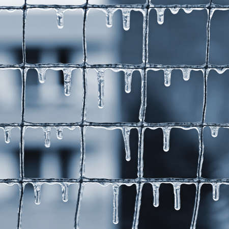Beautiful icicles in winter. Concept for winter and frost. Standard-Bild - 163894557