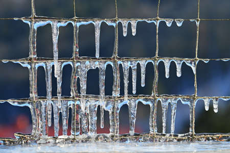 Beautiful icicles in winter. Concept for winter and frost. Banque d'images - 164196258