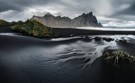 Black sand beach in the south of iceland 版權商用圖片