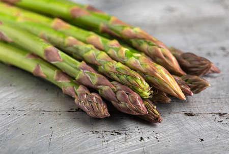A bunch of a green asparagus on a metallic background, a bundle of a greenn asparagus Foto de archivo