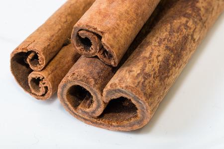 cinnamomum: Cinnamon sticks on white background
