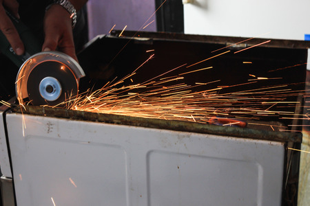 molinillo: Angle grinder sparks close-up