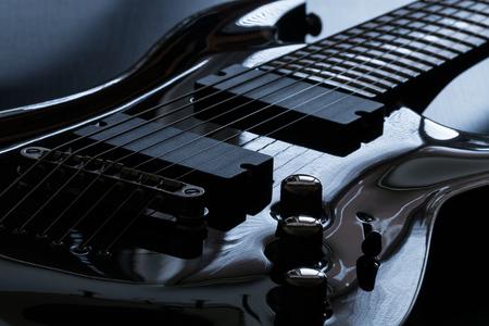 黒いエレキギター詳しくクローズ アップ