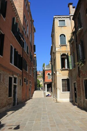 Beautiful architectural details from the narrow streets of Venice, Italy Standard-Bild - 131712396