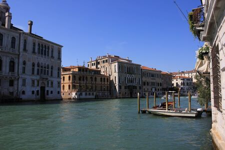 View of old historic and residential buildings along the Grand Canal, Venice, Italy Standard-Bild - 131712514