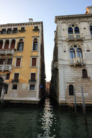View of old historic and residential buildings along the Grand Canal, Venice, Italy Standard-Bild - 131712526