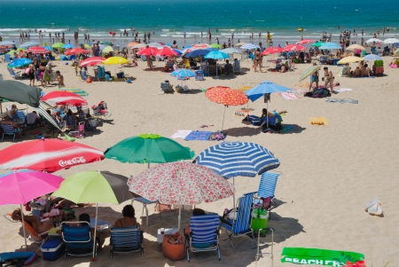 Crowded Andalusian beach in a sunday of summer. Sajtókép