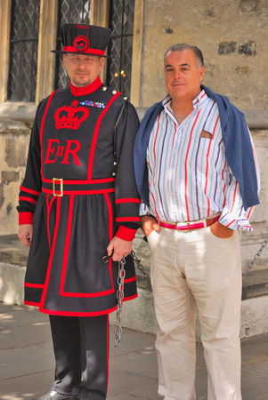 beefeater: Beefeater, guard at the Tower of London, with a tourist Editorial