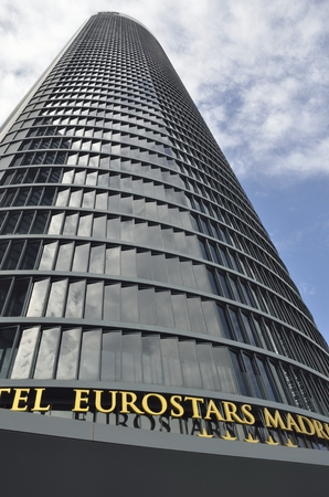 Eurostars Madrid Tower occupies the first 31 floors of the imposing Tower PwC. The PWC Tower was designed by  Carlos Rubio Carvajal y Enrique Alvarez-Sala Walther