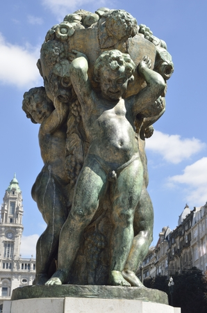 bronze bowl: Bronze scuplture performed by Henrique Moreira in 1931,  of three boys holding a bowl of flowers and fruits, representing abundance.    It is located on the Avenida dos Aliados, Porto, Portugal.