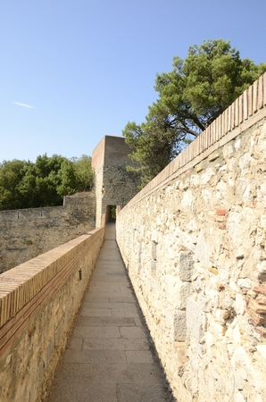 Path  of the old walls of Girona,  Catalonia, northeastern Spain. Reklamní fotografie