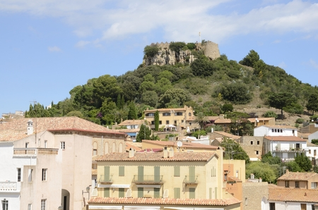 Remains of the castle above a promontory that dominates the village of Begur,  province of Girona, Catalonia, northeastern Spain. Banco de Imagens