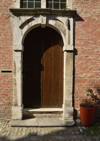 Wooden door at the Great  Beguinage in Leuven, the capital of the province of Flemish Brabant in Belgium. Foto de archivo - 131834004
