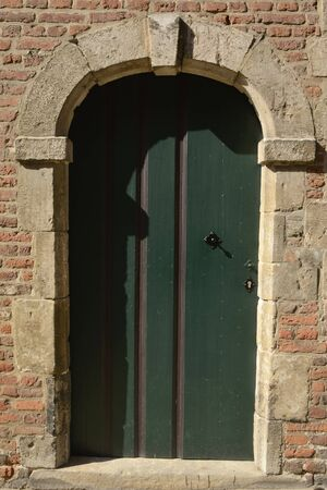 Wooden  green door at the Great  Beguinage in Leuven, the capital of the province of Flemish Brabant in Belgium. 版權商用圖片