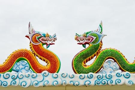 dragon rouge: Dragon vert et Dragon rouge Banque d'images