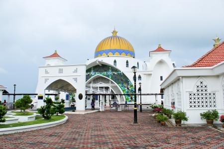 �ber Wasser: Afloat Moschee in Melaka, Malaysia Lizenzfreie Bilder