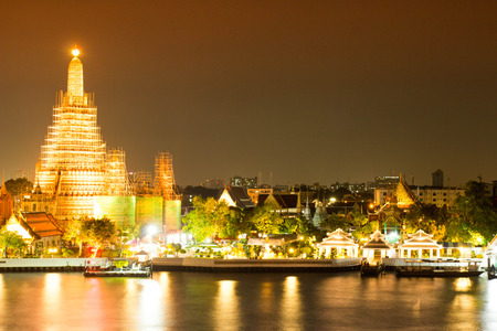 wat arun: Wat Arun Temple in bangkok, Thailand