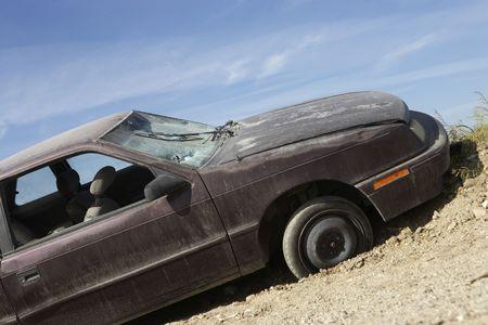 abandoned car: Coche abandonado en la carretera  LANG_EVOIMAGES