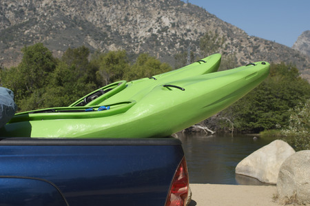 pickup truck: Dos kayaks en el pick-up LANG_EVOIMAGES