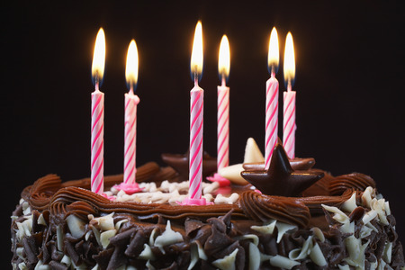 Birthday cake with lit candles, close-up Banque d'images