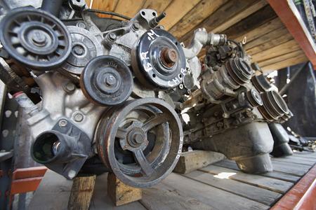 junkyard: Motores de los autom�viles en dep�sito de chatarra