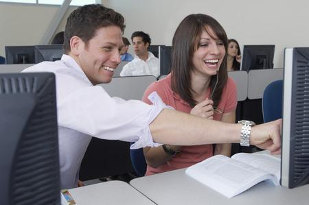 Les élèves travaillent en salle de classe