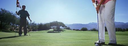 Frau spielt Golf, niedrige Abschnitt Lizenzfreie Bilder - 3906379