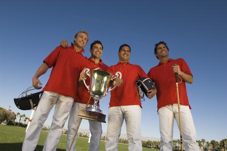 low prizes: Cuatro jugadores con trofeo LANG_EVOIMAGES