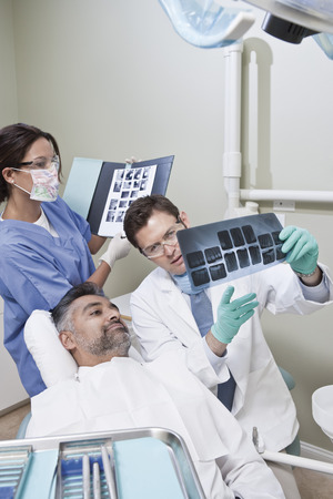 middle easterners: Dentist and patient looking at x-ray LANG_EVOIMAGES