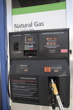 Tankstelle Zapfsäule mit Erdgas Standard-Bild