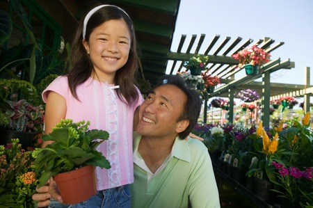 opting: Father and Daughter Shopping for Plants LANG_EVOIMAGES