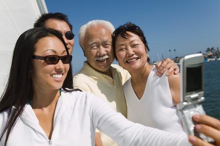 Family on Sailboat Posing for Picture Reklamní fotografie - 5412327